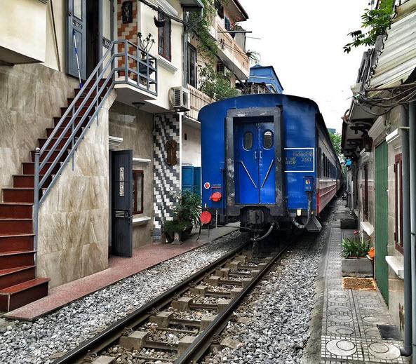 Phố đường ray Hà Nội hấp dẫn du khách nước ngoài - 3