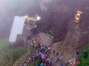 Video An ninh - Clip cận cảnh nhà 4 tầng đổ sập do sạt lở núi ở Lào Cai