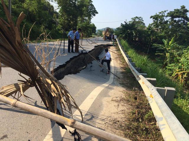 Yên Bái: Xuất hiện vết nứt khổng lồ trên quốc lộ