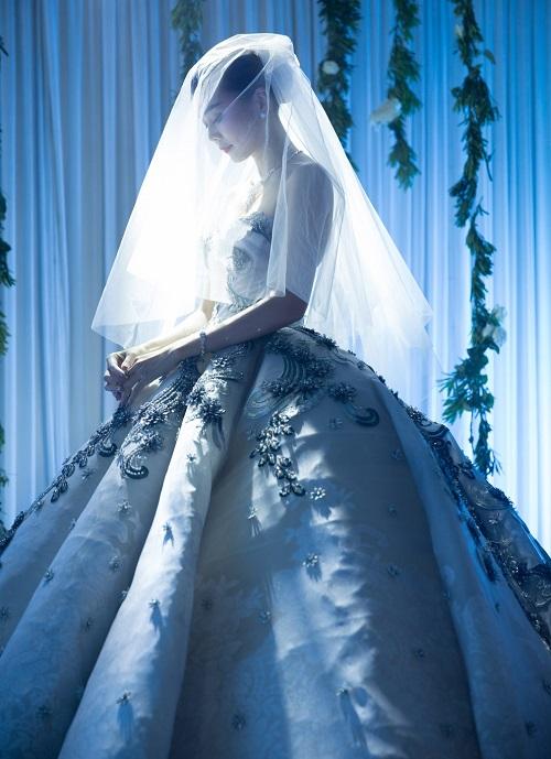 """""""Sôi sục"""" vì ảnh cưới đẹp ngất ngây của Thanh Hằng - 1"""