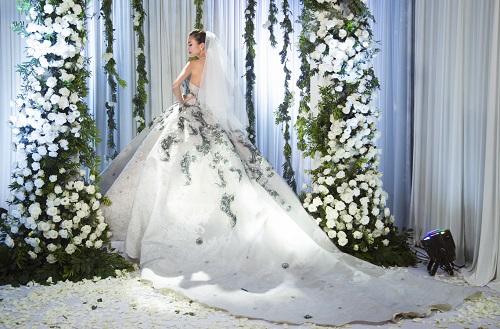 """""""Sôi sục"""" vì ảnh cưới đẹp ngất ngây của Thanh Hằng - 3"""