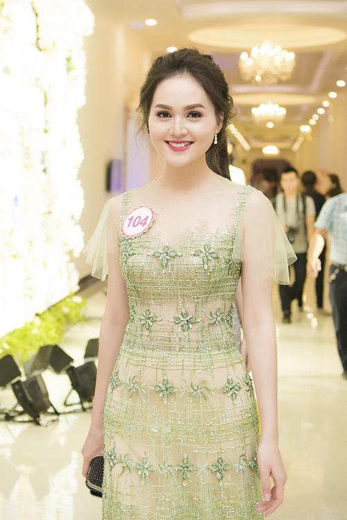 Nhan sắc kiều diễm của thí sinh Hoa hậu VN ở dạ tiệc