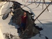 Tin tức trong ngày - Yên Bái: Xuất hiện vết nứt khổng lồ trên quốc lộ
