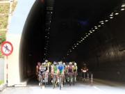Thể thao - Giải xe đạp VTV 2016: Một tay đua bị đồng nghiệp cán rạn xương