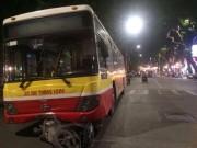 Tin tức trong ngày - Xe bus mất lái cán chết người trên phố Hà Nội