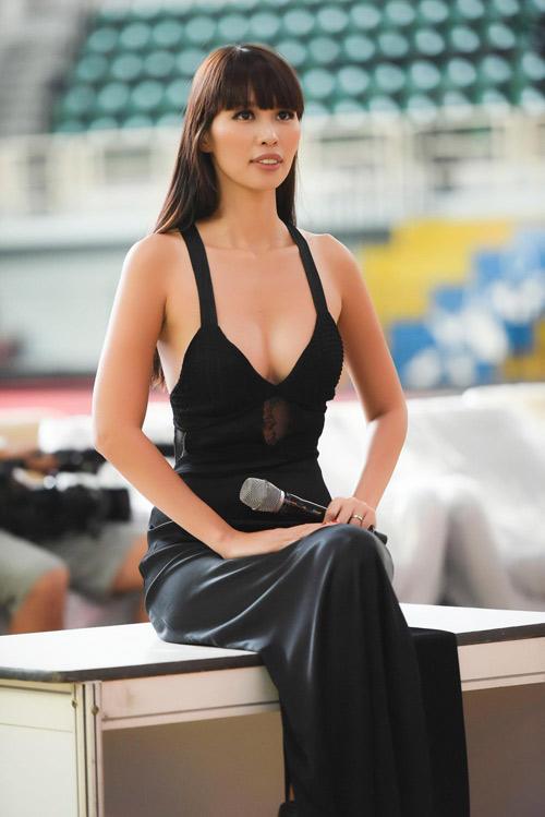 Hà Anh sexy hết cỡ khi hướng dẫn thí sinh Hoa hậu VN - 1