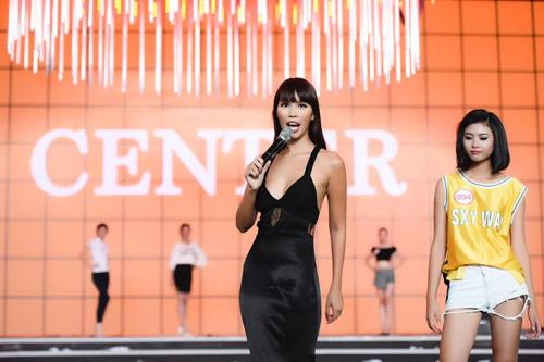 Hà Anh sexy hết cỡ khi hướng dẫn thí sinh Hoa hậu VN - 7