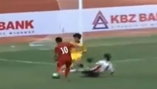 """U19 Việt Nam – U18 Consadole Sapporo: Nhận """"quà"""" bất ngờ"""
