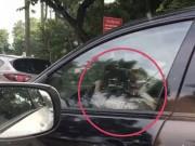 Tin tức trong ngày - Bé gái cầm vô lăng xe biển xanh 80B chạy trên phố HN