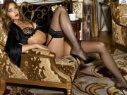 Thời trang - Lộ diện 10 người mẫu nóng bỏng nhất làng chân dài