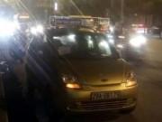 Tin tức trong ngày - CSGT lấy thân che cho tài xế taxi bị côn đồ hành hung