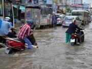 Tin tức trong ngày - Triều cường bất ngờ xuất hiện giữa trưa ở Sài Gòn