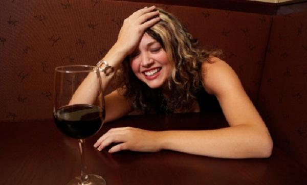 Người uống rượu đỏ mặt có nguy cơ ung thư thực quản? - 1