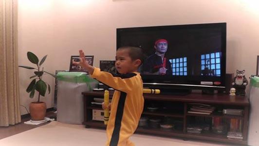 """Lý Tiểu Long """"tái thế"""" bằng hình hài bé 6 tuổi"""