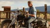 """Ngộp thở xem """"bố già"""" Mel Gibson bắn súng, đua xe ở tuổi 60"""