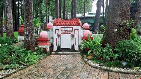 Kỳ bí khu mộ cổ hơn trăm năm trong công viên Tao Đàn