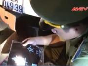 """Video An ninh - Xe taxi nhồi gần 100 kg nhân bánh Trung thu """"bẩn"""""""