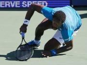 Thể thao - Monfils suýt bị đồng hồ đè gãy chân ở US Open
