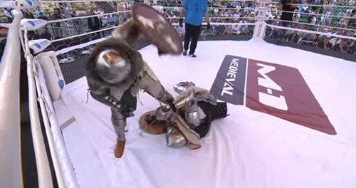 MMA kiểu trung cổ: Cách hạ knock-out choáng váng