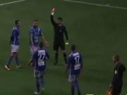 Bóng đá - Hi hữu: Trung vệ lập hattrick rồi nhận thẻ đỏ