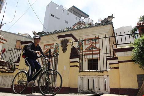 Choáng ngợp khu mộ cổ của bá hộ giàu nhất Sài Gòn xưa