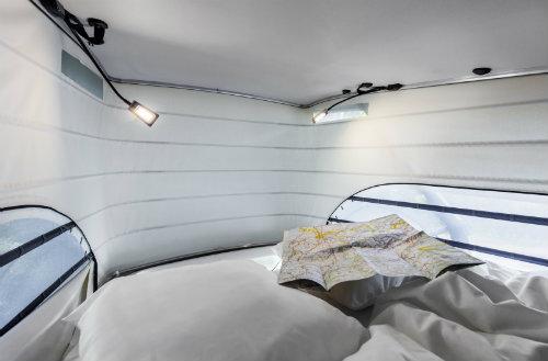 Mercedes ra loạt xe cắm trại mới cho nhà giàu - 7