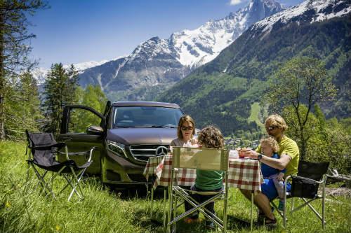 Mercedes ra loạt xe cắm trại mới cho nhà giàu - 12