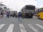 Video An ninh - Va chạm xe tải, hai cha con thương vong