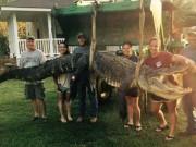 Phi thường - kỳ quặc - Nữ thợ săn bắt được cá sấu khổng lồ nặng 300kg