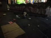 Tin tức trong ngày - Biển người - biển rác ở phố đi bộ Hồ Gươm