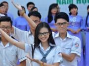 Giáo dục - du học - Giáo viên và nữ sinh duyên dáng trong lễ khai giảng sớm