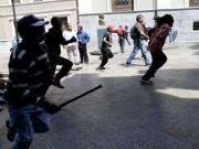 Thế giới - Tổng thống Venezuela bị người biểu tình rượt trên phố