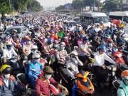 Tin tức trong ngày - Ngày đầu sau nghỉ lễ: Người - xe ken đặc phố xá Sài Gòn