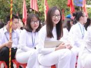 Bạn trẻ - Cuộc sống - Nữ sinh chuyên Phan Bội Châu rạng rỡ ngày khai trường