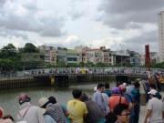 Tin tức trong ngày - TP.HCM: Hàng trăm người vây kín bờ kênh xem xác chết