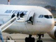 """Thế giới - Vụ cướp máy bay chở 177 người để tạo bom """"thiêu"""" Paris"""
