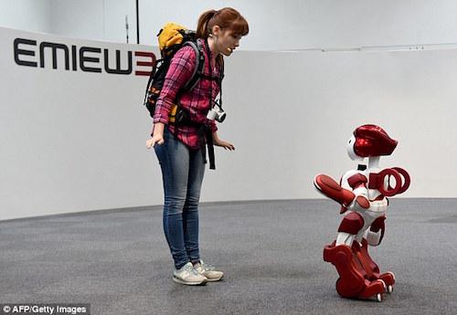 Robot nói 2 thứ tiếng làm hướng dẫn viên ở sân bay Tokyo
