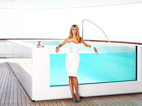 Vợ tỷ phú ngân hàng Nga vừa sexy vừa sành thời trang - 12