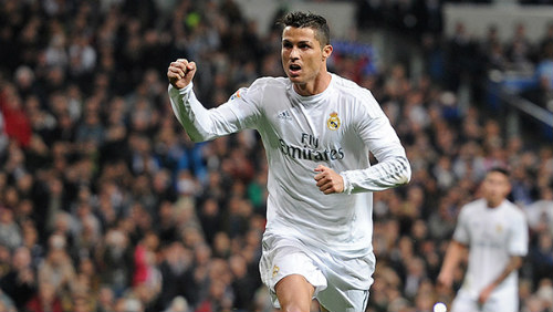 Messi chan thuong Ronaldo khong lo mat QBV