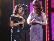 Phim - Vợ Trần Lập bật khóc nhận giải thưởng thay chồng