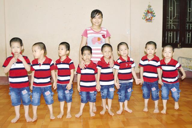 Câu hỏi nhói lòng của 8 đứa trẻ được giải cứu từ TQ