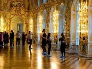 Du lịch - Bà mẹ Trung Quốc cho con tè giữa cung điện Nga tráng lệ