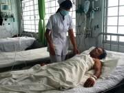 Tin tức trong ngày - Hy hữu, mổ trên cáng cứu người bị đâm xuyên tim