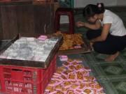 Thị trường - Tiêu dùng - Biết bánh trung thu không đạt chất lượng vẫn sản xuất