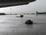 Tin tức trong ngày - Nhiều máy bay không thể hạ cánh xuống Tân Sơn Nhất