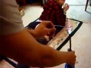 Bạn trẻ - Cuộc sống - Clip: Cô gái xăm lên vòng 3 để chứng minh tình yêu