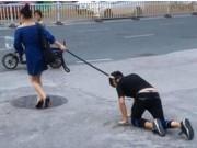 Bạn trẻ - Cuộc sống - Buộc cổ bạn trai dắt như cún giữa đường gây xôn xao