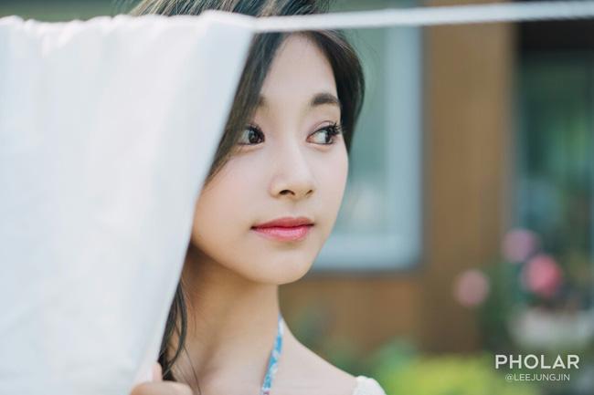 """Vẻ đẹp nghiêng thành của """"nữ thần nhan sắc mới xứ Hàn"""" - 8"""