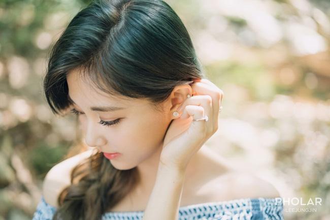 """Vẻ đẹp nghiêng thành của """"nữ thần nhan sắc mới xứ Hàn"""" - 6"""