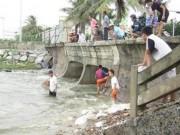 Tin tức trong ngày - Người Đà Nẵng đổ ra biển bắt… cá nước ngọt